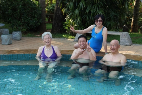 海南亚泰温泉酒店养生俱乐部老人图片