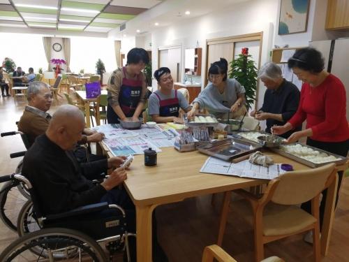 马桥子街道华润社区养老服务中心活动图片