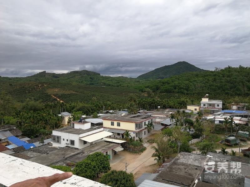 公寓楼顶平台远观