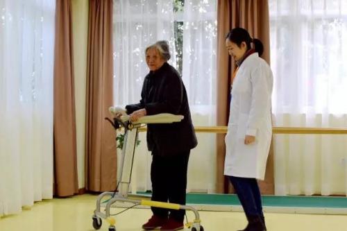 合展养老至上护理院服务图片