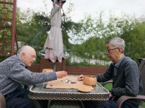 一暄康养两河公园(西门)院老人图片